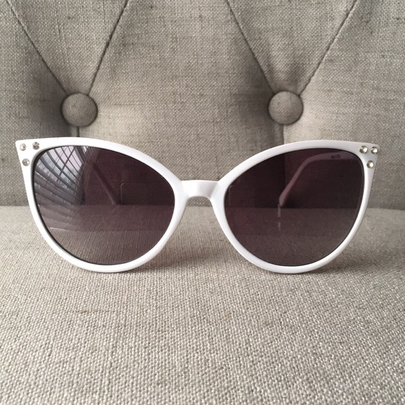 c1647e612119 Accessories - White Cat Eye Fashion Sunglasses with Rhinestones